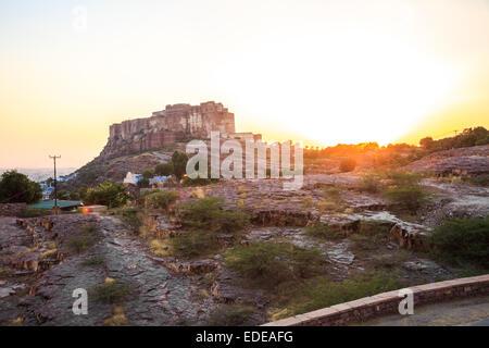 Sonnenuntergang am Mehrangarh Fort in Jodhpur, Bundesstaat Rajasthan, Indien - Stockfoto