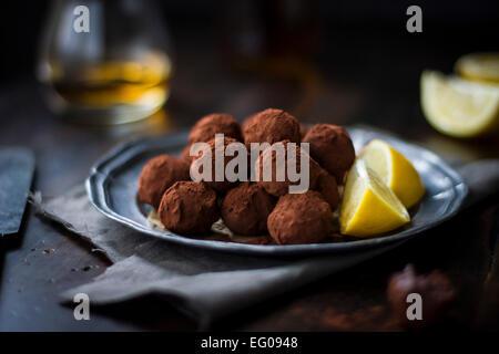 Zitrus-Schokoladen-Trüffel - Stockfoto