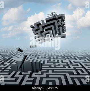 Neues Denken und Empowerment-Konzept als Geschäftsmann Reiten ein Stück von einem Irrgarten oder Labyrinth als Geschäft - Stockfoto