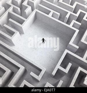 Kleiner Mann im Inneren ein endloses Labyrinth - Stockfoto