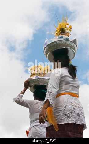 Hindu-Pilger an Mutter Tempel von Besakih, der wichtigste, größte und heiligste Tempel der Hindu-Religion in Bali, - Stockfoto