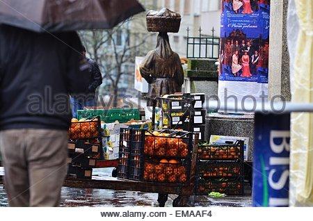 Zagreb, Kroatien. 18. April 2015. Kroatien Wetter: regnerischen Tag in der Stadt. Bildnachweis: Alen Gurović/Alamy - Stockfoto