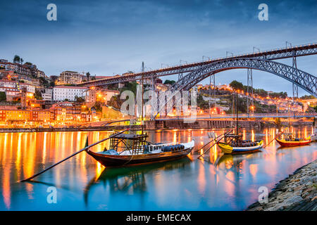 rabelo boote portwein boote auf dem fluss douro porto portugal stockfoto bild 121524881 alamy. Black Bedroom Furniture Sets. Home Design Ideas
