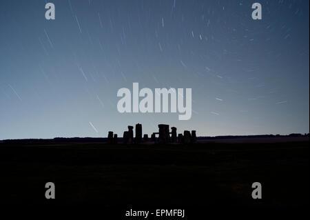 Großbritannien, England, Wiltshire, Stonehenge in der Nacht - Stockfoto
