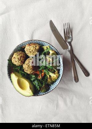 Gebackene Falafel Salat - Stockfoto