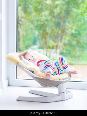 portr t des jungen m dchens im schaffell mantel auf spielplatz stockfoto bild 61874429 alamy. Black Bedroom Furniture Sets. Home Design Ideas