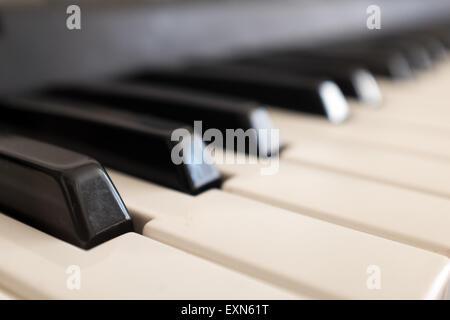 Nahaufnahme von Klavier-Tastatur-Tasten - Stockfoto