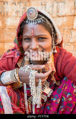 Indien, Rajasthan Zustand, Jaisalmer, Gipsy Frau aus der Thar-Wüste - Stockfoto