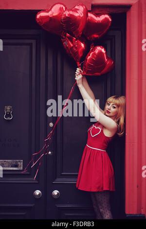 Romantische Themen Mädchen im Stadtgebiet - Stockfoto
