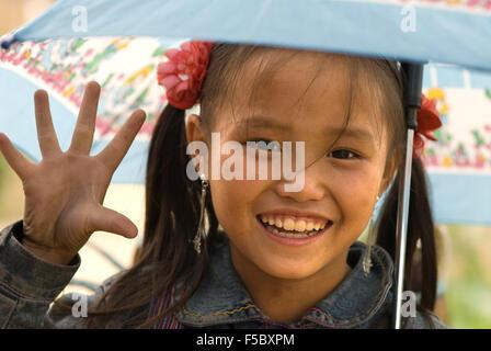 Porträt eines Mädchens Hmong im Dorf Lao Chai. Vietnam - Stockfoto