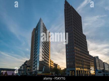 Moderne Architektur der PWC undf Kollhoff-Tower Gebäude, Potsdamer Platz, Mitte, Berlin, Deutschland. - Stockfoto