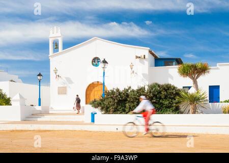 Kirche auf der Insel La Graciosa in der Nähe von Lanzarote. Kanarische Inseln, Spanien - Stockfoto