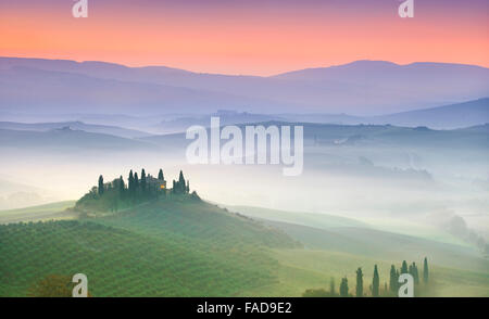 Typische Toskana Landschaft, Val Dorcia in der Morgendämmerung, Italien - Stockfoto