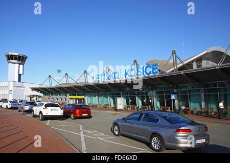 KOSICE, Slowakei - 9. September 2015: Terminal 1 des Flughafen Kosice. Es ist der zweitgrößte internationale Flughafen - Stockfoto
