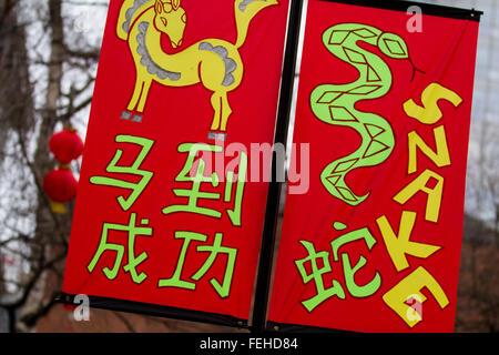 Kunst & Werk auf Frohes neues Jahr Dekorationen, hängende Fahnen. chinesische Zeichen Phase gute Vermögen bedeuten. - Stockfoto