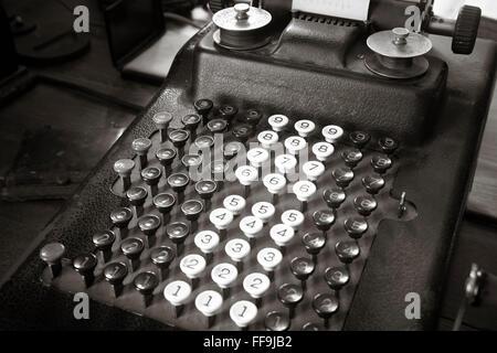 Original antike Schreibmaschine Rechner im Sepia-Ton. Horizontale - Stockfoto