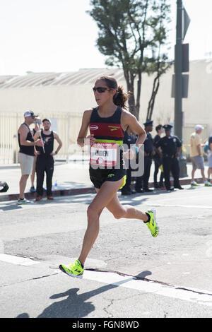 Desiree Linden läuft die US-Olympia-Marathon-Trials in Los Angeles Kalifornien 13. Februar 2016 würde sie 2. in - Stockfoto