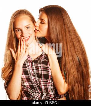 zwei süße Teenager Spaß zusammen isoliert auf weiss - Stockfoto