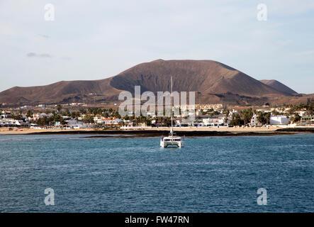 Yacht auf Liegeplätze im Hafen von Corralejo, Fuerteventura, Kanarische Inseln, Spanien - Stockfoto