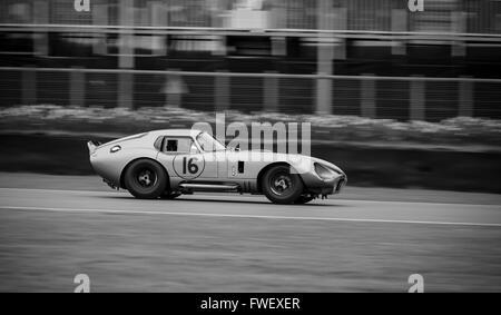 Ein Shelby Daytona Coupé Rennen in Goodwood Mitgliederversammlung 2016. - Stockfoto