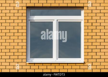 Au en neue villa im klassischen stil blick vom garten for Fenster neubau