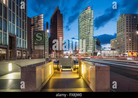 Potsdamer Platz, Berlin, Kollhoff-Tower, Sony Center, DB-Tower, Beisheim Center, S-Bahn-Eingang, Berlin Mitte, Deutschland - Stockfoto