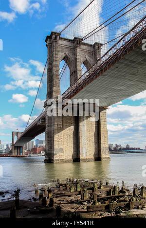 New York City, New York, USA. 8. April 2016. Blick von Manhattan nach Brooklyn Bridge, USA in New York am 8. April - Stockfoto