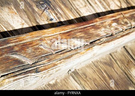 Metall in die braune rote Holztür und - Stockfoto