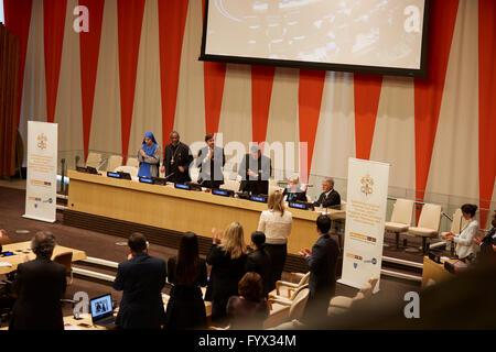 New York, USA. 28. April 2016. Marsha Mueller, teilt ihre Familien Erfahrungen mit Tochter Kayla Mueller, einem - Stockfoto