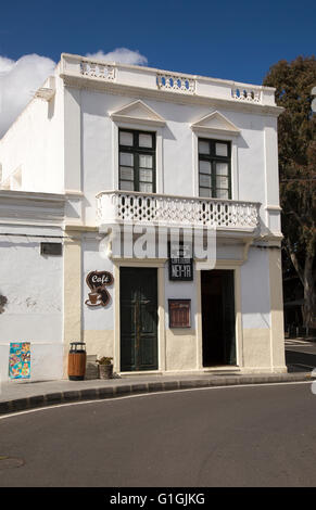Historischen weiß getünchten Café Gebäude in Haria, Lanzarote, Kanarische Inseln, Spanien - Stockfoto