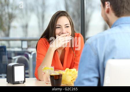 Braunhaariges Flittchen gefickt und in den Mund gespritzt