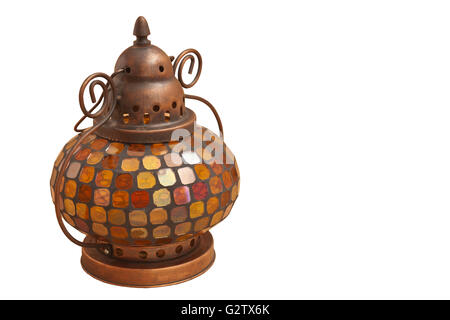 Kleine orientalische Lampe mit farbigem Glas auf weißem Hintergrund - Stockfoto