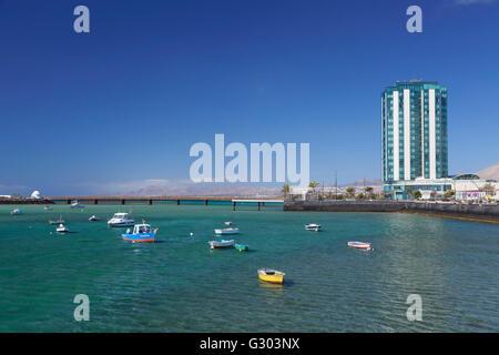 Angelboote/Fischerboote, Gran Hotel Arrecife, Lanzarote, Kanarische Inseln, Spanien - Stockfoto