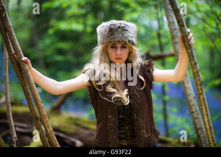 """Eine junge Frau, die Modellierung für ein Fantasy-Makeover """"Game of Thrones"""" Fotografie im freien Stil: Göttin / - Stockfoto"""