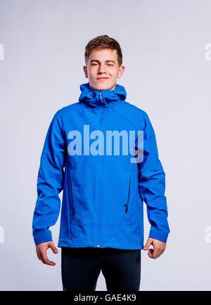 Junge im blauen Sakko, junger Mann, Studioaufnahme - Stockfoto