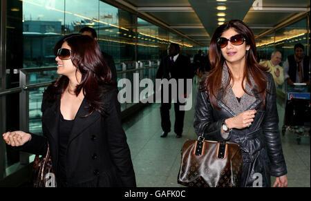 Shilpa Shetty kommt am Flughafen Heathrow - London - Stockfoto