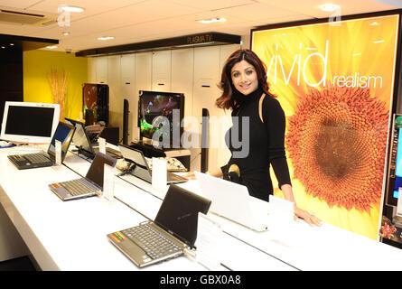 Shilpa Shetty eröffnet neue Hi-Fi & Video Store - Ilford - Stockfoto