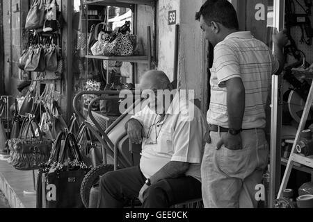 lefkosa lefkosia nicosia im n rdlichen teil der hauptstadt von zypern antik shop in der. Black Bedroom Furniture Sets. Home Design Ideas