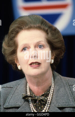 Frau Margaret Thatcher 1983 Parlamentswahlen Pressekonferenz London UK der 1980er Jahre.  HOMER SYKES - Stockfoto