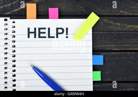 Hilfe Word auf Notizblock und Stift - Stockfoto