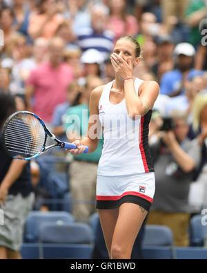 Flushing, New York, USA. 5. September, reagiert 2016.Karolina Pliskova nach ihrem Match gegen Venus Williams im - Stockfoto