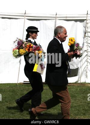 TRH der Prince Of Wales und der Duchess of Cornwall besuchen die 2016 Sandringham Flower Show, Norfolk - Stockfoto