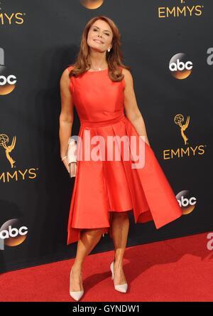 Los Angeles, CA, USA. 18. September 2016. Roma Downey im Ankunftsbereich für das 68. Annual Primetime Emmy Awards - Stockfoto
