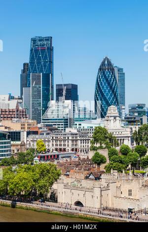 England, London, Skyline der Stadt und die Themse von der Tower Bridge - Stockfoto