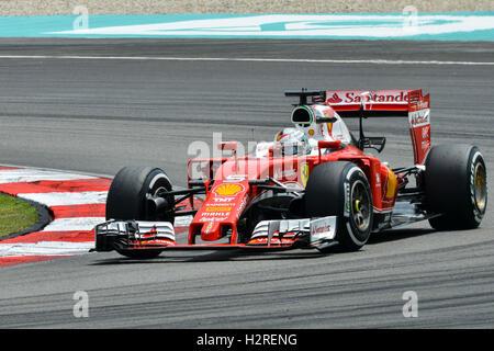 Sepang, Malaysia. 1. Oktober 2016. Scuderia Ferrari deutschen Fahrer Sebastian Vettel fährt im dritten Training - Stockfoto