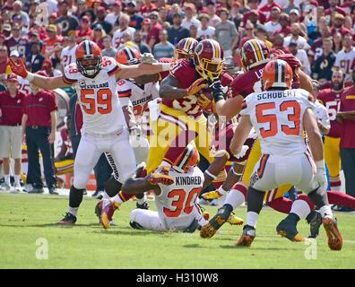 Landover, Maryland, USA. 2. Oktober 2016. Washington Redskins Runningback Matt Jones (31) trägt den Ball bereits - Stockfoto