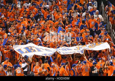 Flushing, New York, USA. 5. Oktober 2016. Mets Ventilatoren MLB: New York Mets-fans jubeln vor der National League - Stockfoto