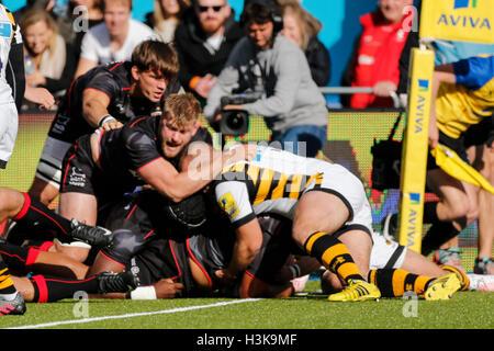 Barnet Copthall, London, UK. 9. Oktober 2016. Aviva Premiership Rugby. Sarazenen gegen Wespen. Mako Vunipola der - Stockfoto