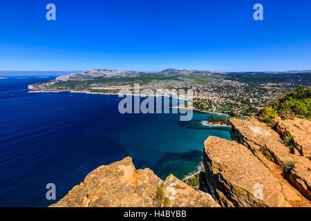 Frankreich, Provence, Bouches-du-Rhône, Riviera, Cassis, Baie de Cassis, Blick vom Weg des CrÛtes in Cap Canaille - Stockfoto