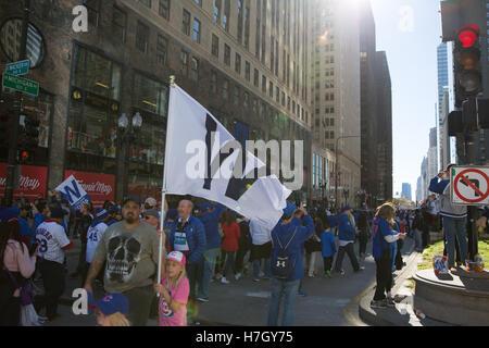 Chicago, Illinois, USA. 4. November 2016. Fans drängen sich die Straßen der Innenstadt von Chicago für die Chicago - Stockfoto